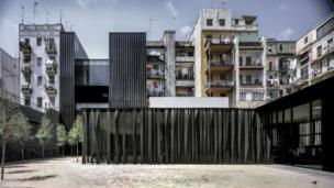 бібліотека, адміністративний центр і сади в Барселоні