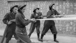 女消防队员