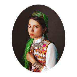 زمختی بعضی از چهرهها، عشوهها و نگاههای زنانهای که زیبایی نهفته زنان این سرزمین خراسانی را بیشتر نمود میدهد.