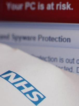 Pantalla de la amenaza y el NHS.
