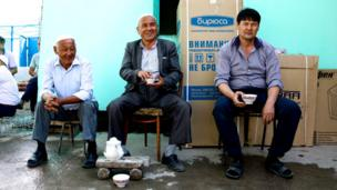 Мужчины с чаем