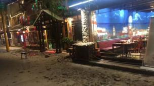 九寨沟景区游客中心附近受损的街区
