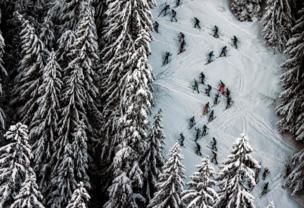 متزلجون يتنافسون