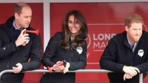 剑桥公爵夫妇和哈里王子