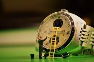 Lavando un reloj