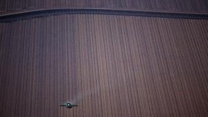 বিভিন্ন ধরনের কৃষিজমি দেখে তিনি অবাক হয়েছেন এবং ভেবেছেন অন্য ক্রেতাদেরও দেখা উচিত কোথা থেকে পণ্যগুলো আসছে