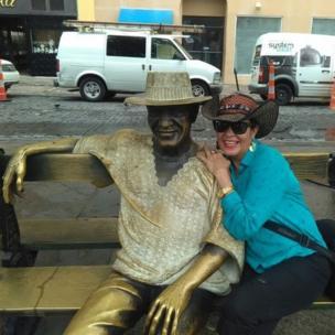 """Mery Romero, """"dándole un abrazo al gran compositor puertorriqueño Tite Cure"""""""