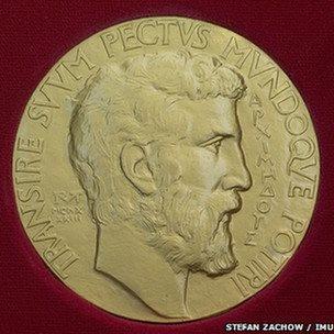 روی مدال فیلدز چهره ارشمیدس نقش بسته است