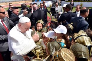 بابا الفاتيكان وأطفال