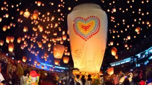台湾新北市平溪区举行一年一度的天灯节