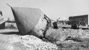 Hitler bunker debris removal, 1959 (Getty Images)