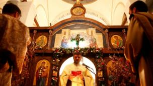 Богослужіння в Церкві Святого пророка Іллі на Святвечір у місті Соколац, Боснія і Герцеговина.