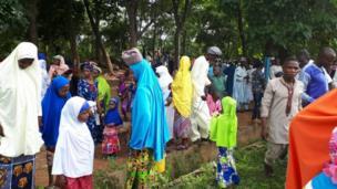 People dey comot prayer ground