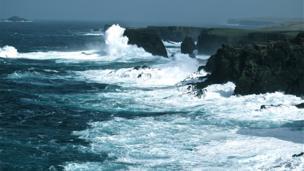 Waves breaking at Eshaness