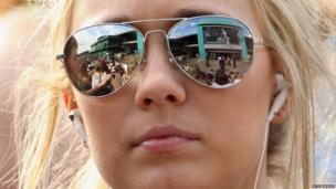 Fan watches Wimbledon on Murray Mount