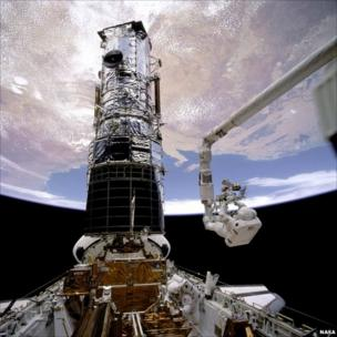 Astronaut F Story Musgrave prepares to be elevated to the top of the Hubble Space Telescope, 1993
