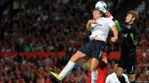 Manchester United 3-0 Tottenham - Gareth Bale and David de Gea fight for the ball