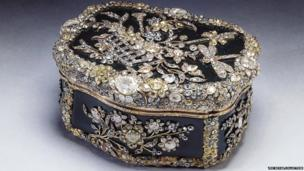 Small box decorated with diamonds