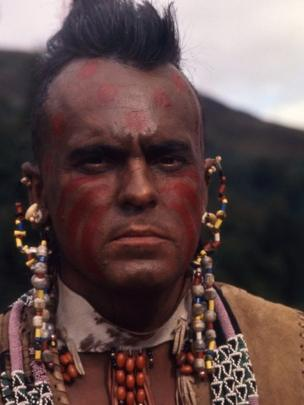 Philip Madoc fel Magua yn The Last of the Mohicans