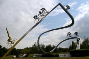 """The sculpture """"Le Tour de France dans les Pyrenees"""""""