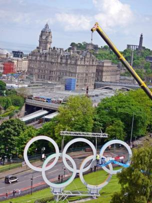 Olympic rings put in place in Edinburgh
