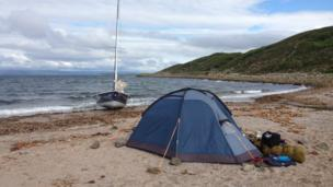 Tent and dinghy at Dunagoil Bay