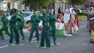 People dressed as toy soldiers and Roman legionnaires
