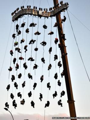 Acrobats in Montevideo, Uruguay