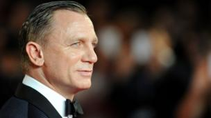 Daniel Craig poses on the red carpet.