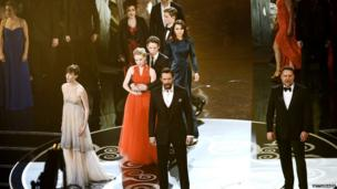 Cast of Les Miserable perform at the Oscars.