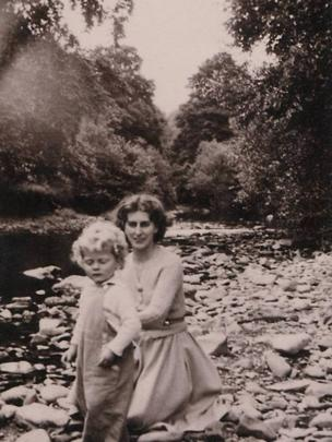Photograph of Elsi Eldridge and son Gwydion