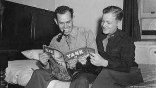Lt George Thomas Hartman and Lt Robert Earl Belliveau reading a magazine
