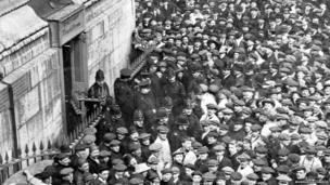 Suffragettes capture the Monument, 18 March 1913
