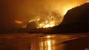 Flames rage down to the beach near Los Angeles, California (2 May 2013)