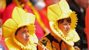 Two Newport fans dressed as daffodils