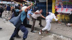 Police baton charge protesters during clashes in Dhaka, Bangladesh, on 5 May 2013