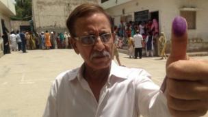 Voter in Karachi