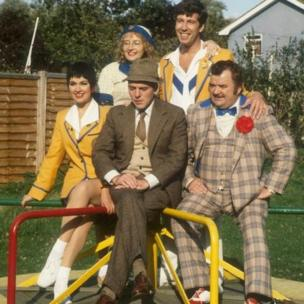 Paul Shane in the second series of Hi-de-Hi! with fellow cast members (l to r) Ruth Madoc, Su Pollard, Simon Cadell and Jeffrey Holland