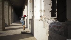 """Boy """"ollies"""" in Kabul"""