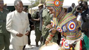 Zambia President Michael Sata and a traditional dancer in Chongwe (May 17 2013)