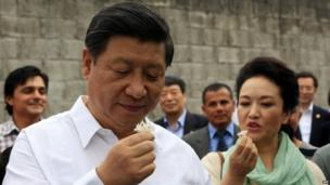 Chinese President Xi Jinping and his wife Peng Liyuan as they visit a family of coffee farmers in Santo Domingo, Heredia, Costa Rica, 3 June 2013