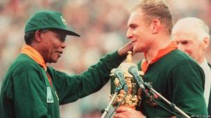 Nelson Mandela presents Rugby World Cup trophy in 1995