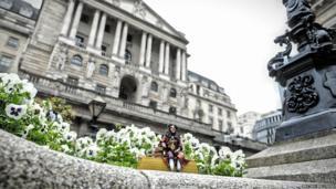 Sir John Houblon's figurine outside the Bank of England