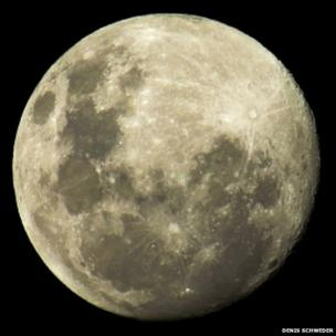 """Close up of the so called """"supermoon"""" in Auckland, New Zealand on the 22 June. Photo: Dennis Schweder"""