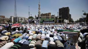 Thousands of Islamists and Muslim Brotherhood supporters perform the Friday prayers as they gather at Rabaa al-Adawiya mosque to support President Mohammed Morsi in Cairo (June 28, 2013).
