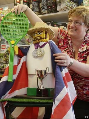 Dunblane's Helen Gourley geared up for the a historic match with a Lego Andy Murray at a toy shop in the tennis star's home town.