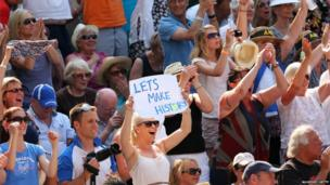 The Wimbledon crowd cheered on Murray following his victory in the second set of the final.