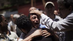 Men mourn near Republican Guard building Cairo, Egypt (8 July 2013)