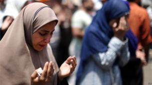 Women pray at the Rabaa al-Adawiya mosque in Cairo (8 July 2013)
