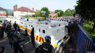 A feeder parade, which was due to pass the Ardoyne Shops in North Belfast, was delayed for an hour whilst discussions were held with police over numbers of supporters.